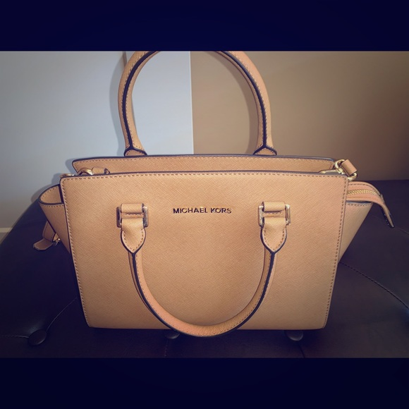 Michael Kors Handbags - Michael Kors Selma Satchel/Medium/Khaki